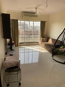 Gallery Cover Image of 1457 Sq.ft 3 BHK Apartment for buy in Vile Parle East for 40000000