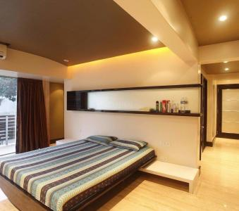 Gallery Cover Image of 2408 Sq.ft 4 BHK Apartment for rent in Bandra East for 260000