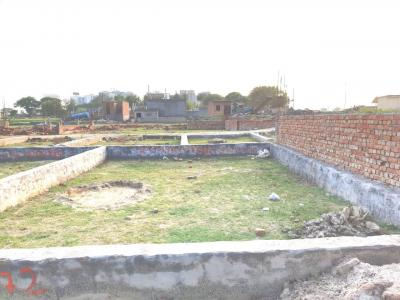 Gallery Cover Image of 450 Sq.ft Residential Plot for buy in Sector 137 for 550000