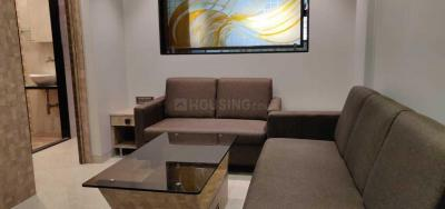 Gallery Cover Image of 650 Sq.ft 1 BHK Apartment for rent in Khar West for 75000