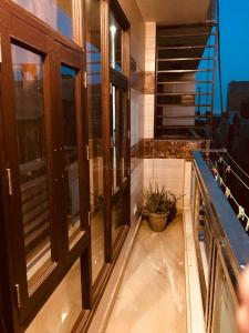 Gallery Cover Image of 1100 Sq.ft 3 BHK Apartment for buy in Kalkaji for 8000000