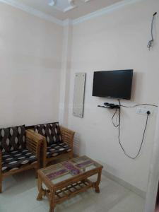 Gallery Cover Image of 450 Sq.ft 1 BHK Independent Floor for buy in Lajpat Nagar for 4200000