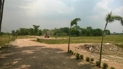 Gallery Cover Image of  Sq.ft Residential Plot for buy in Thakurpukur for 400000