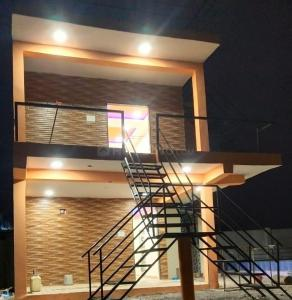 Gallery Cover Image of 1500 Sq.ft 2 BHK Independent Floor for buy in Devguradia for 4000000