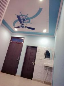 Gallery Cover Image of 630 Sq.ft 5 BHK Independent House for rent in Bharthal for 7000
