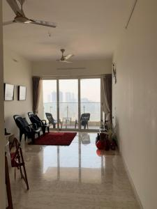 Gallery Cover Image of 2500 Sq.ft 3 BHK Apartment for rent in Parel for 130000