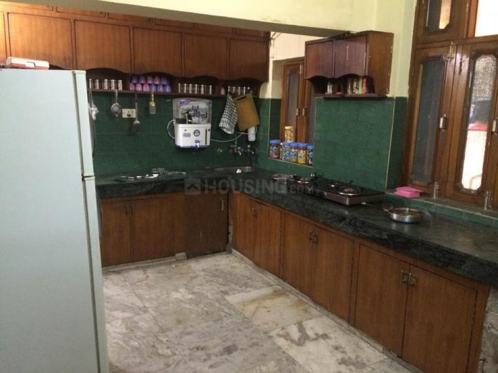 ग्रीन पीजी इन सेक्टर 17 के किचन की तस्वीर