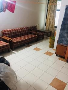 Gallery Cover Image of 1200 Sq.ft 2 BHK Apartment for rent in Bakeri Surel Apartment, Bodakdev for 20000