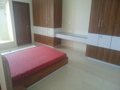 Gallery Cover Image of 2500 Sq.ft 3 BHK Apartment for rent in Shastri Nagar for 45000