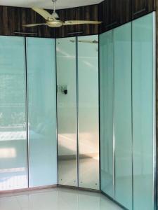 मलाड वेस्ट  में 14500000  खरीदें  के लिए 14500000 Sq.ft 2 BHK अपार्टमेंट के गैलरी कवर  की तस्वीर