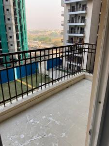 Gallery Cover Image of 1285 Sq.ft 3 BHK Apartment for rent in Ajnara Le Garden, Sector 16 for 14000