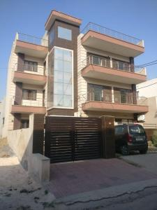 Gallery Cover Image of 2100 Sq.ft 3 BHK Independent Floor for rent in Sector 9 for 25000