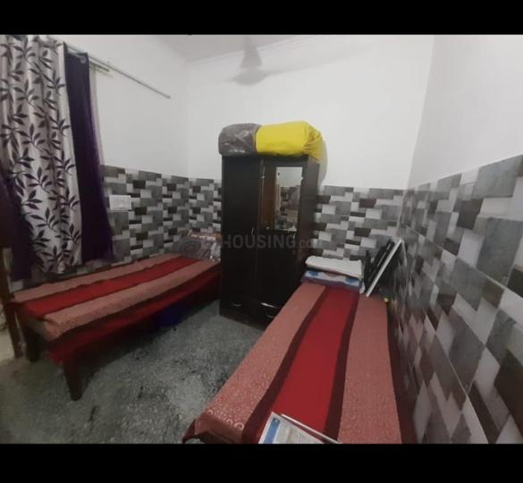 सेक्टर 15 द्वारका में श्री बालाजी पीजी के बेडरूम की तस्वीर