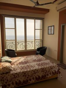 Gallery Cover Image of 2650 Sq.ft 4 BHK Apartment for rent in Madh for 75000