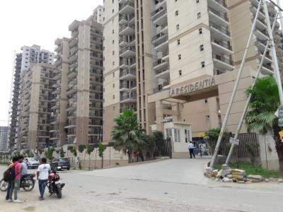 Gallery Cover Image of 1395 Sq.ft 3 BHK Apartment for rent in Noida Extension for 11499