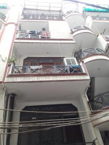 Gallery Cover Image of 1550 Sq.ft 4 BHK Independent Floor for rent in Dwarka Mor for 18000