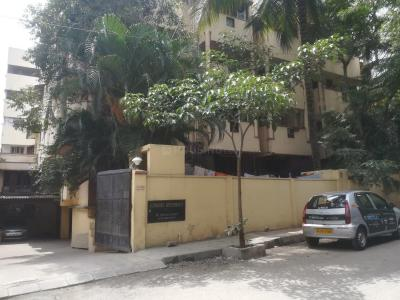 Gallery Cover Image of 1200 Sq.ft 2 BHK Apartment for rent in Supreme Residency Apartment, Shanti Nagar for 30000