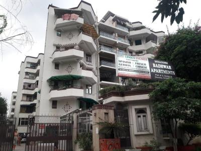 Gallery Cover Image of 2000 Sq.ft 4 BHK Apartment for rent in Sector 6 Dwarka for 35000