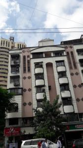 Gallery Cover Image of 640 Sq.ft 1 BHK Apartment for buy in Kandivali West for 9000000