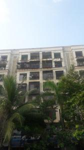 Gallery Cover Image of 750 Sq.ft 1 BHK Apartment for rent in Kandivali West for 27000