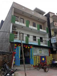 Gallery Cover Image of 750 Sq.ft 1 BHK Independent Floor for rent in Nyay Khand for 8000