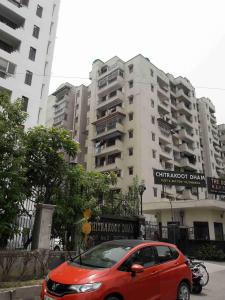 Gallery Cover Image of 2700 Sq.ft 3 BHK Apartment for rent in CGHS Chitrakoot Dham, Sector 19 Dwarka for 65000