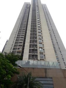 Gallery Cover Image of 2065 Sq.ft 3 BHK Apartment for rent in Goregaon West for 115000