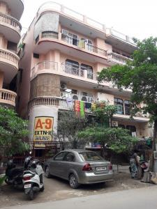 Gallery Cover Image of 450 Sq.ft 1 BHK Apartment for rent in Shalimar Apartments Ex II, Shalimar Garden for 6000