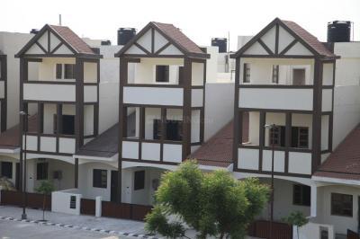 Gallery Cover Image of 2210 Sq.ft 3 BHK Villa for buy in Land Craft Golf Link Villas, Pandav Nagar for 14000000