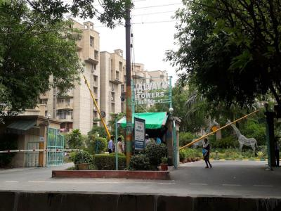 Gallery Cover Image of 1350 Sq.ft 3 BHK Apartment for rent in Jalvayu Tower, Sector 47 for 18000