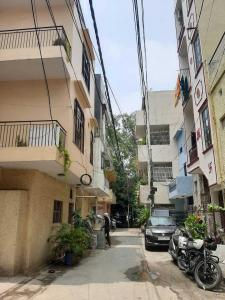 Gallery Cover Image of 1350 Sq.ft 3 BHK Independent Floor for rent in DDA Flat Janakpuri, Janakpuri for 27500