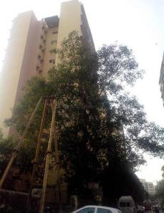 Gallery Cover Image of 580 Sq.ft 1 BHK Apartment for rent in Swagat Damodar Park Apartment, Ghatkopar West for 25000