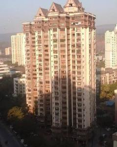 Gallery Cover Image of 940 Sq.ft 2 BHK Apartment for buy in Lokhandwala Riviera Tower, Kandivali East for 14700000