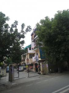 Gallery Cover Image of 700 Sq.ft 3 BHK Apartment for rent in LIG Flat, Hari Nagar for 20000