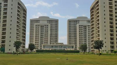 Gallery Cover Image of 2025 Sq.ft 3 BHK Apartment for rent in Chintels Paradiso, Sector 109 for 26000
