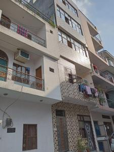 Gallery Cover Image of 3000 Sq.ft 3 BHK Independent Floor for buy in Palam Vihar, Sector 6 Dwarka for 7000000