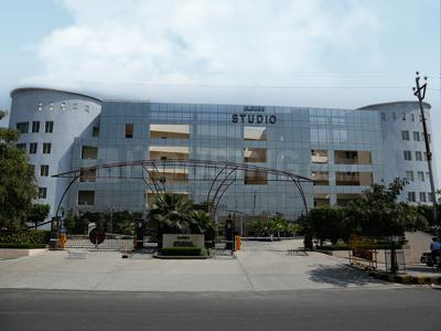 Gallery Cover Image of 750 Sq.ft 1 BHK Apartment for rent in Eldeco The Studio, Sector 93A for 19000