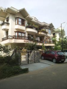 Gallery Cover Image of 1728 Sq.ft 3 BHK Independent Floor for buy in Arora SW 52 Malibu Town, Sector 51 for 12500000