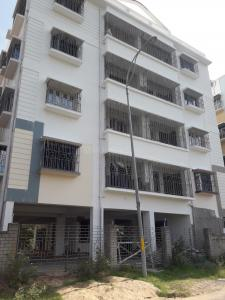 Gallery Cover Image of 740 Sq.ft 2 BHK Independent Floor for rent in Shivam Apartment, Thakurpukur for 12000