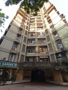 Gallery Cover Image of 1065 Sq.ft 2 BHK Apartment for buy in Raj Pranik Garden, Kandivali West for 24500000