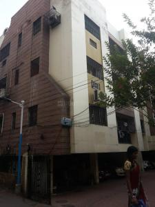 Gallery Cover Image of 900 Sq.ft 2 BHK Apartment for rent in Awas Apartment, Alipore for 16000