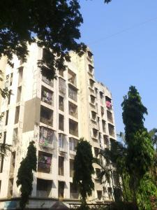 Gallery Cover Image of 750 Sq.ft 2 BHK Apartment for rent in Sahyadri Apartment, Malad East for 26000