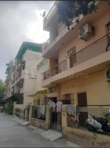 Gallery Cover Image of 700 Sq.ft 2 BHK Apartment for rent in DDA Janta Flats, Sector 17 Rohini for 10000