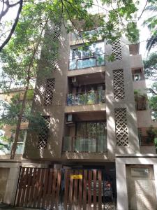 Gallery Cover Image of 1900 Sq.ft 3 BHK Apartment for rent in Kavarana Villa, Bandra West for 240000