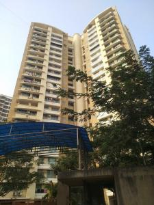 Gallery Cover Image of 920 Sq.ft 2 BHK Apartment for rent in Swapnalok Apartment, Malad East for 40000