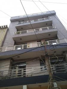 Gallery Cover Image of 900 Sq.ft 3 BHK Apartment for rent in Aashirwad Apartment, Matiala for 4500