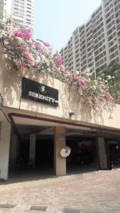 Gallery Cover Image of 1305 Sq.ft 3 BHK Apartment for rent in Raheja Serenity, Kandivali East for 55000