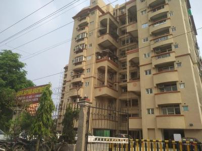 Gallery Cover Image of 1700 Sq.ft 3 BHK Apartment for rent in Sarve Satyam Apartment, Sector 4 Dwarka for 30000