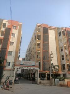 Gallery Cover Image of 1500 Sq.ft 3 BHK Apartment for rent in Royal Villas, Shamshabad for 10000