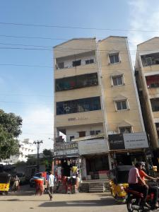Gallery Cover Image of 500 Sq.ft 1 BHK Apartment for rent in Swathi Nivas Apartments, Kothapet for 10000